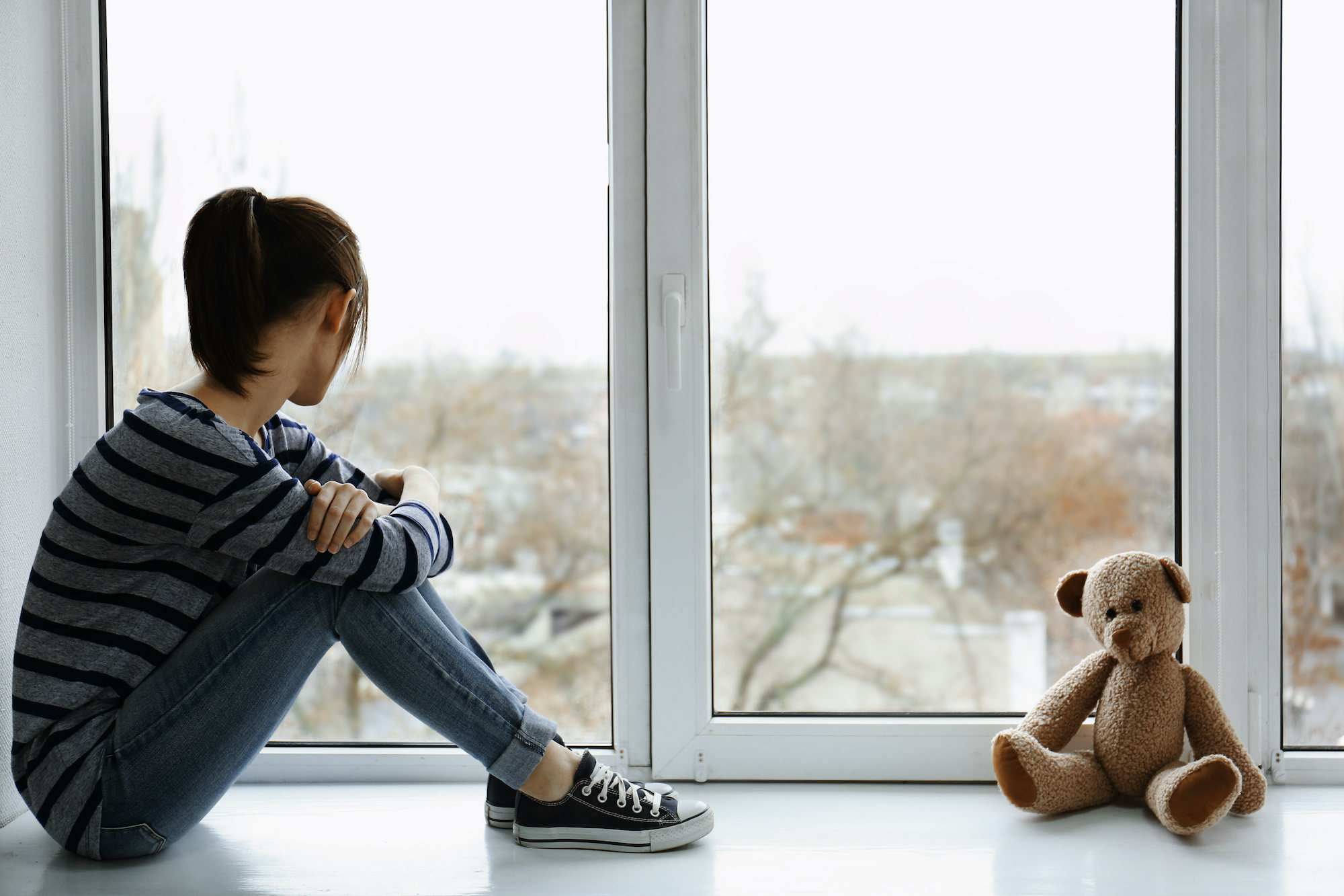 coronavirus child looking out of window